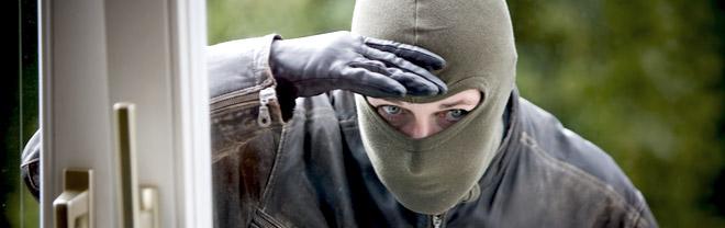 Mivel tud többet az okos biztonság, mint a hagyományos? http://www.habitecsecurity.com/images/uploads/home-burglary.jpg Hagyomanyos_vs_Smart_biztonsag_04